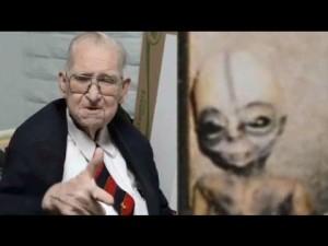 Qui riportiamo un importantissssssimo link esplicativo sulla grabndissima importanza di Boyd Bushman per le teorie del complotto inerenti gli alieni. Vi prego calorosamente di prestare la giusta attenzione e di spgnere le sigarete nel posacenere: https://www.youtube.com/watch?v=hGM-5u3WLXw