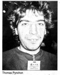 una immagine clamorosamente fake di Thomas Pynchon che però io ho deciso che in realtà non è fake e me la sono attaccata in bagno a mo di icona ortodossa